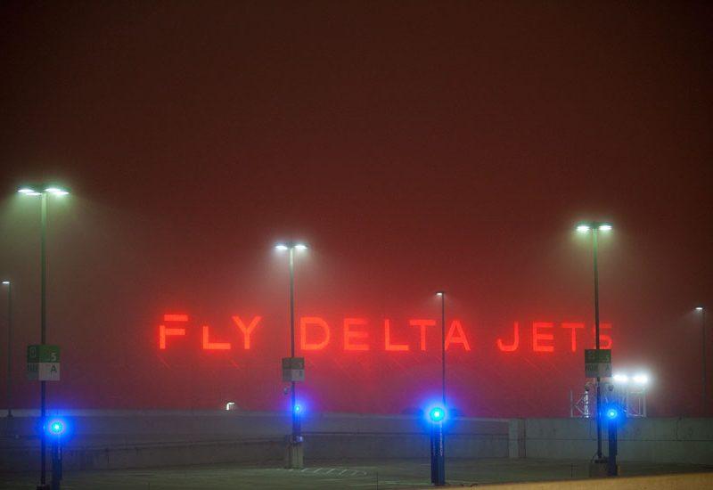 Fly Delta Jets : Fog at HJ Airport : Atlanta