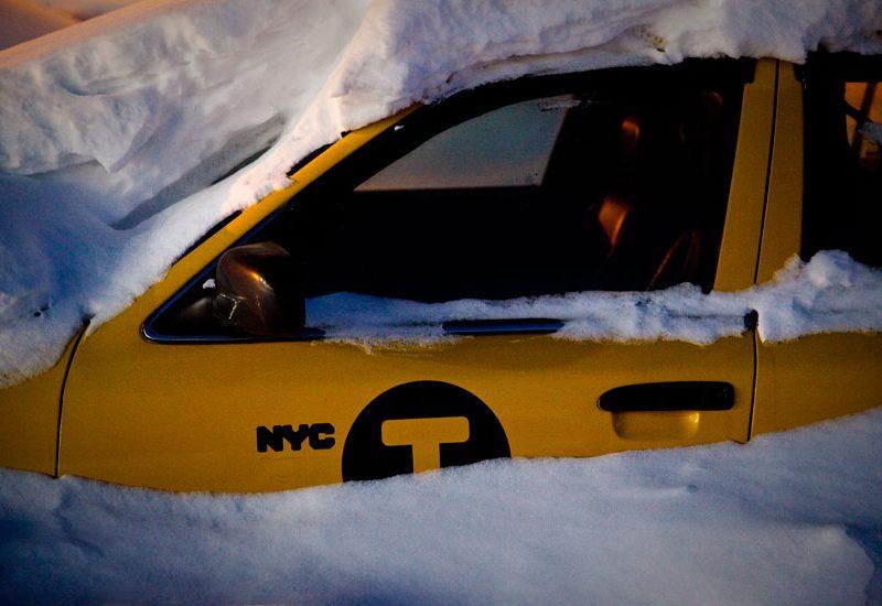 Yellow Cab Snow Drift : Niagara Falls City : USA