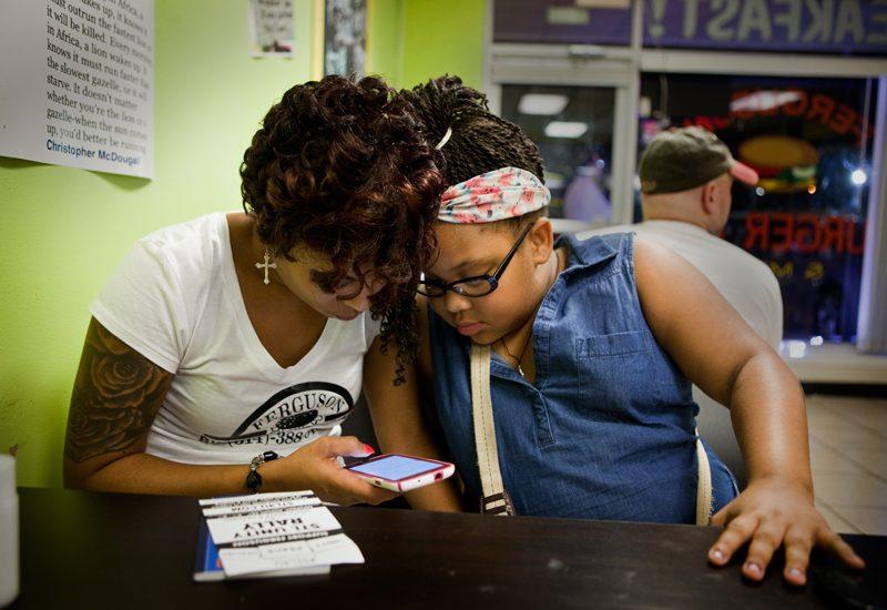 Kizzie and Geniah : Ferguson Burger Bar : MO